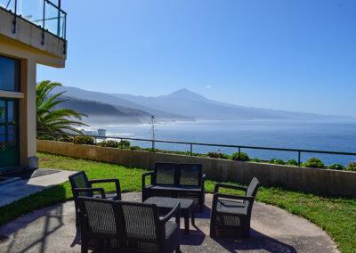 Terraza inferior con vistas al Teide y el Norte de Tenerife desde la Sociedad Tagoro